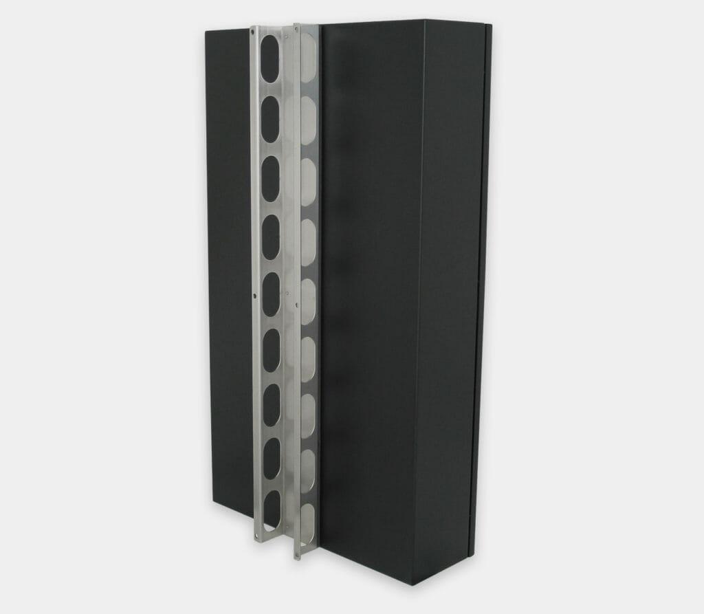 Staffa per montaggio a parete per enclosure industriali per PC commerciali / industriali