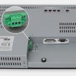 "Monitor industriali da 15"" per montaggio a rack e touchscreen rugged IP20, veduta uscita cavi CC"